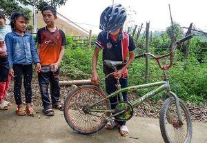 Chiếc xe đạp không phanh của cậu bé Sơn La được bán 103 triệu đồng