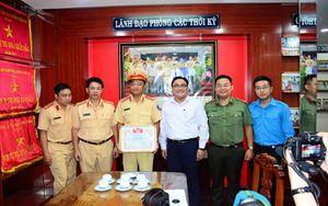 Thành Đoàn TP. HCM khen thưởng Đội CSGT An Sương sau vụ triệt phá đường dậy vận chuyển 900 bánh heroin