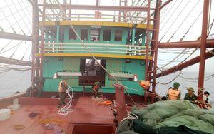Tàu cá bị đắm do va vào cồn, 8 thuyền viên được cứu