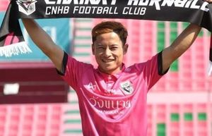 'Messi Lào' hạnh phúc sau khi chọc thủng lưới Văn Lâm