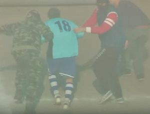 Cầu thủ 55 tuổi dàn cảnh bị bắt cóc ngay tại sân bóng