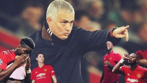 GÓC NHÌN: Cổ động viên MU nợ HLV Mourinho lời xin lỗi