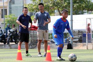 Cựu thủ môn tuyển Việt Nam mở Học viện bóng đá