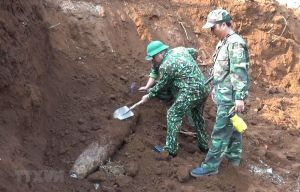 Quả bom nặng 240 kg nằm trong khu vực trường học