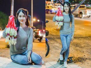 Cô gái bán hoa khô trên phố bất ngờ nổi tiếng vì vẻ ngoài ưa nhìn