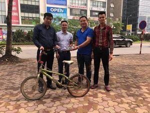 Chiếc xe đạp của 'cậu bé Sơn La' được trả giá cao; Bào ngư cho giới nhà giàu rớt giá hơn nửa