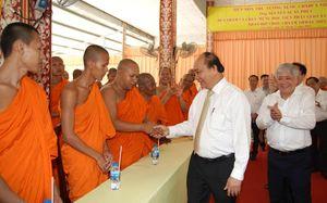 Thủ tướng thăm, chúc Tết Học viện Phật giáo Nam tông Khmer