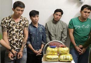 Bắt bốn đối tượng buôn bán gần 6kg ma túy đá