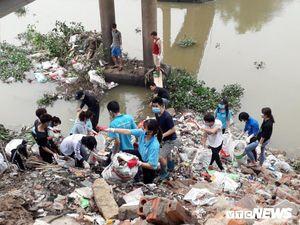 Giới trẻ Hà thành chung tay 'dọn rác để thay đổi'