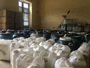 Xử lý 3.000 lít dầu gội và chất tẩy rửa không rõ nguồn gốc tại Lào Cai