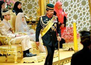 Giáo luật Sharia hà khắc và những góc tối xa hoa của hoàng gia Brunei