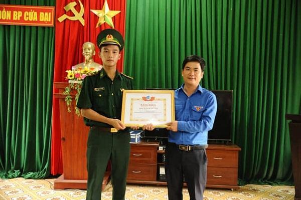 Quảng Nam: Tặng Bằng khen cho trung úy Biên phòng và 2 thanh niên cứu người gặp nạn khi tắm biển