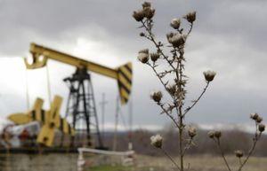 Giá dầu thế giới 10/4: Quay đầu giảm nhẹ khi dự trữ dầu thô của Mỹ tăng