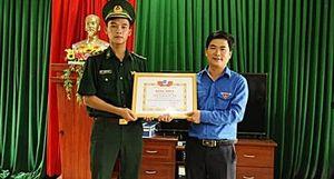 Tặng Bằng khen cho Trung úy biên phòng cứu 3 em học sinh đuối nước