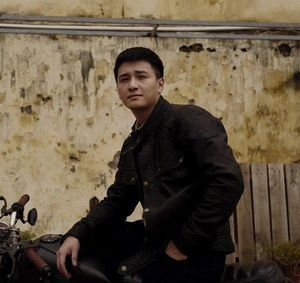 Huỳnh Anh bất ngờ xin lỗi đoàn phim sau phát ngôn được cho là 'xấc xược' về biên kịch Hồng Ngát