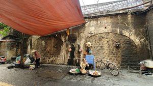 Cuộc sống ở phố Gầm Cầu trước giờ thí điểm 'mở vòm' cầu Phùng Hưng