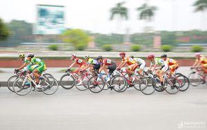 Khai mạc Giải Đua xe đạp 'Non sông liền một dải' tại TP Vinh