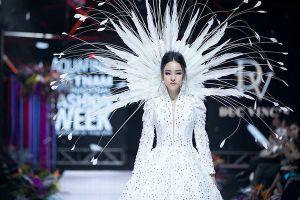 Hoa hậu Trương Hồ Phương Nga tái xuất sàn diễn thời trang