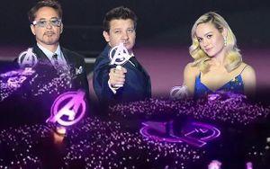 Dàn diễn viên 'Avengers: Endgame' choáng trước buổi họp báo tại Hàn Quốc như Kpop concert với biển lightstick tím sáng rực