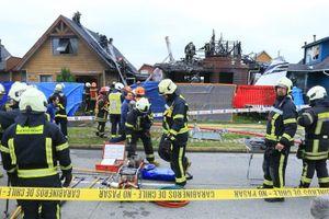 Máy bay lao xuống khu dân cư, 6 người thiệt mạng