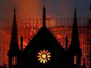 Nhà thờ Đức Bà và 4 công trình nổi tiếng bị hủy hoại bởi hỏa hoạn