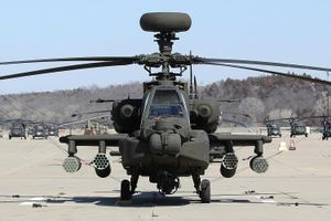 Anh điều trực thăng tấn công Apache tới sát biên giới Nga