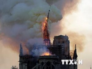 Nhân chứng kể lại khoảnh khắc Nhà thờ Đức Bà Paris chìm trong lửa