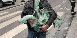 Vụ cháy Nhà thờ Đức Bà: Tìm thấy tượng gà trống trên tháp Mũi Tên