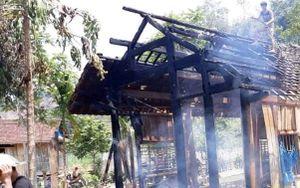 Cụ bà 70 tuổi may mắn thoát nạn trong căn nhà gỗ 3 gian bốc cháy
