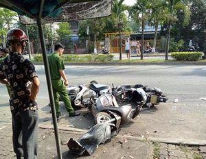 Dừng xe ven mua nước mía, 3 người bị 'ô tô điên' đâm trọng thương