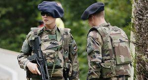 Pháp gửi quân đội, xe tăng đến biên giới Nga