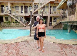 Quen nhau qua mạng, cô gái 23 tuổi quyết định yêu và cưới ông lão U70