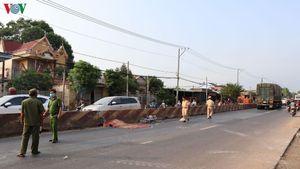 Một phụ nữ đi xe đạp vào làn ô tô bị tông tử vong
