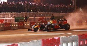 Xe đua F1 biểu diễn tại Hà Nội