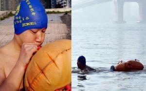 11 năm bơi qua sông để đi làm mỗi ngày, người đàn ông khiến dân tình thán phục hết mức