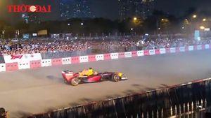 Choáng ngợp 'drift' đỉnh cao của xe F1 tại Hà Nội