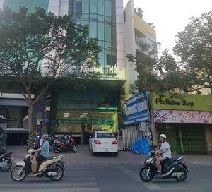Tạm ngưng hoạt động đối với 2 phòng khám có bác sĩ Trung Quốc ở TPHCM
