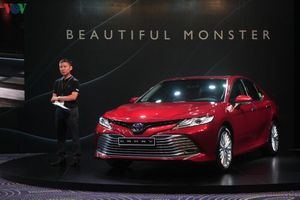 Toyota Camry 2019 chốt giá từ 1,029 tỷ đồng tại Việt Nam