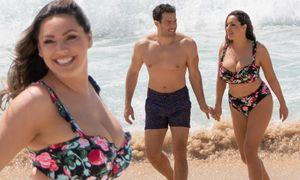 Mỹ nhân được coi là 'kỳ quan thứ 8' khoe đường cong 'bỏng mắt' với bikini
