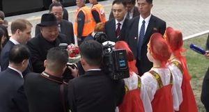 Nga tiếp đón Chủ tịch Kim Jong-un bằng món bánh mì đen truyền thống