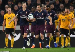 Tiếp tục thua sốc, Arsenal 'hụt hơi' đua Top 4 Premier League