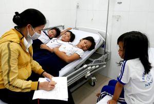 30 học sinh nhập viện sau khi uống sữa miễn phí