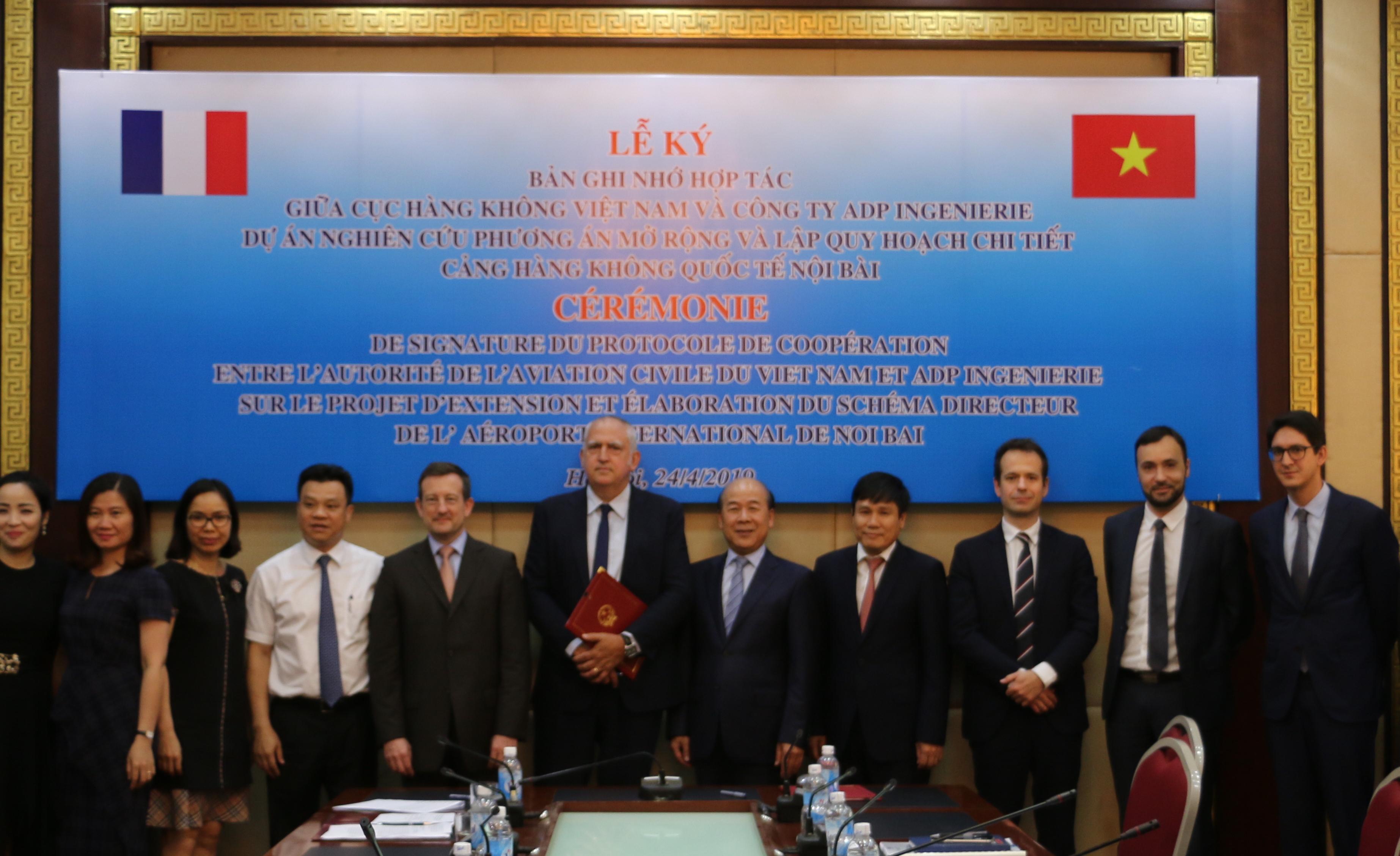 Pháp hỗ trợ Việt Nam nghiên cứu mở rộng sân bay Nội Bài