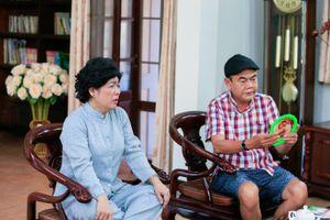 Thanh Thủy, Quang Thảo 'đánh' chủ nhiệm đoàn phim Chuyện gia đình vàng
