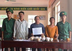 Tạm giữ nhóm ngư dân đưa 18 quả mìn ra biển đánh cá