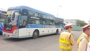 CSGT phát hiện tài xế sử dụng ma túy, hành khách vẫn không chịu sang xe