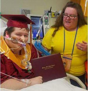 Lễ tốt nghiệp đặc biệt của một nam sinh người Mỹ