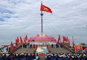 Trang trọng Lễ thượng cờ 'Thống nhất non sông' bên dòng Bến Hải