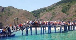 Thiên đường xanh Quy Nhơn đón lượt khách tăng kỷ lục