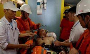 Vượt biển cấp cứu thành công thuyền viên bị nạn ngoài khơi Quảng Bình